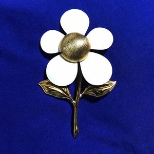 Sarah Coventry Vintage White Daisy Brooch Pin